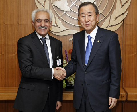 Secretary-General Ban Ki-moon (right) meets with Rangin Ddfar Spant, Foreign Minister of Afghanistan. 