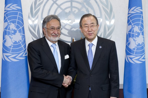 Secretary-General Ban Ki-moon (right) meets with H.E. Zalmai Rassoul, Minister for Foreign Affairs of Afghanistan